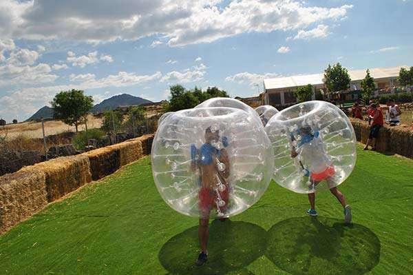 bubble-football-en-poblado-medieval