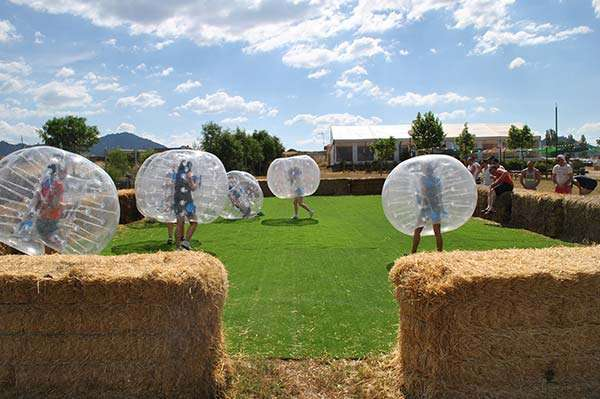futbol-burbuja-poblado-medieval