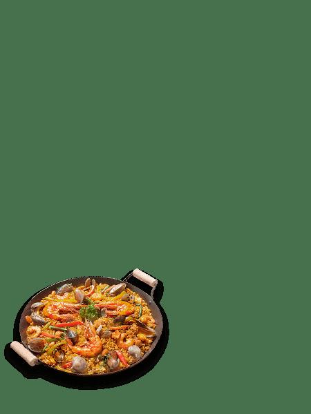 paella vertical min - Restaurante y zona baile para despedidas en Salamanca
