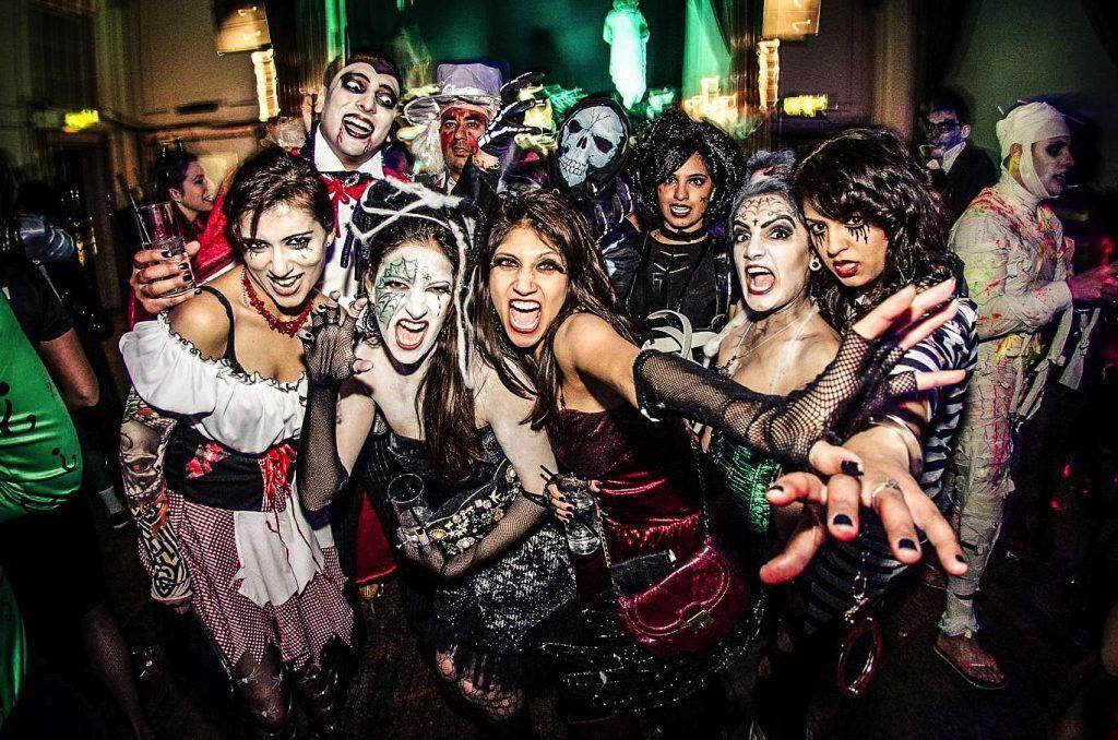 Fiesta de Halloween con amigos 1024x678 - Halloween 2018 cerca de Madrid