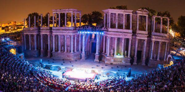 teatro romano de merida Poblado Medieval e1541009540764 - Mérida, historia y gastronomía a partes iguales